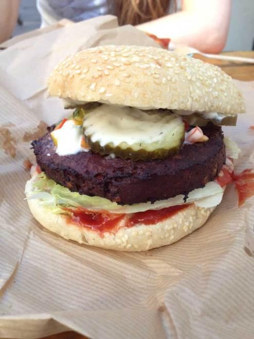 Astrid och Aporna Copenhagen vegan burger.JPG