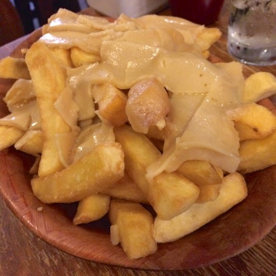 Vegan chips and cheese