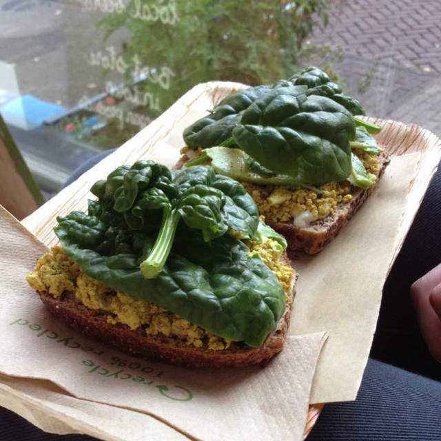 Vegabond-Amsterdam-tofu-scramble