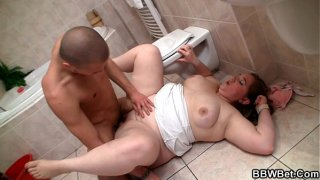 Fatty get banged on the floor in the bathroom