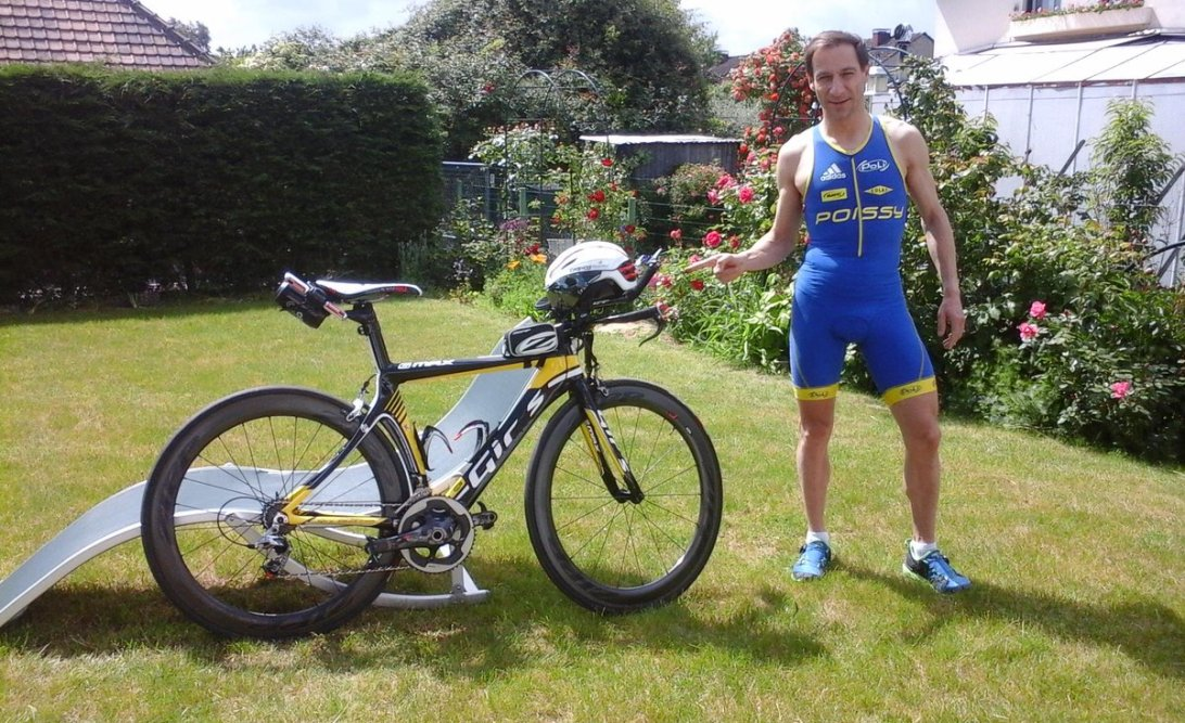 Christophe Suquet from Ironman Objective posing with his tri bike