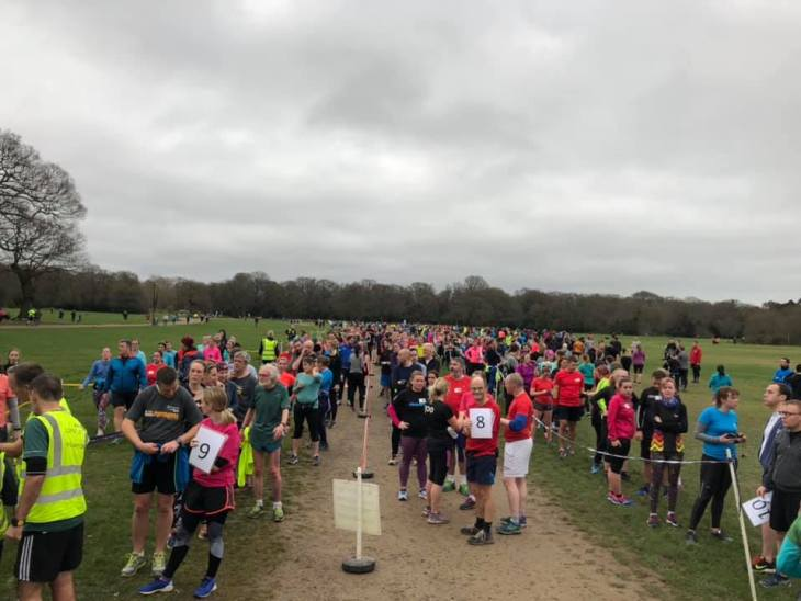 4 queues of runners in the funnel at Southampton parkrun.