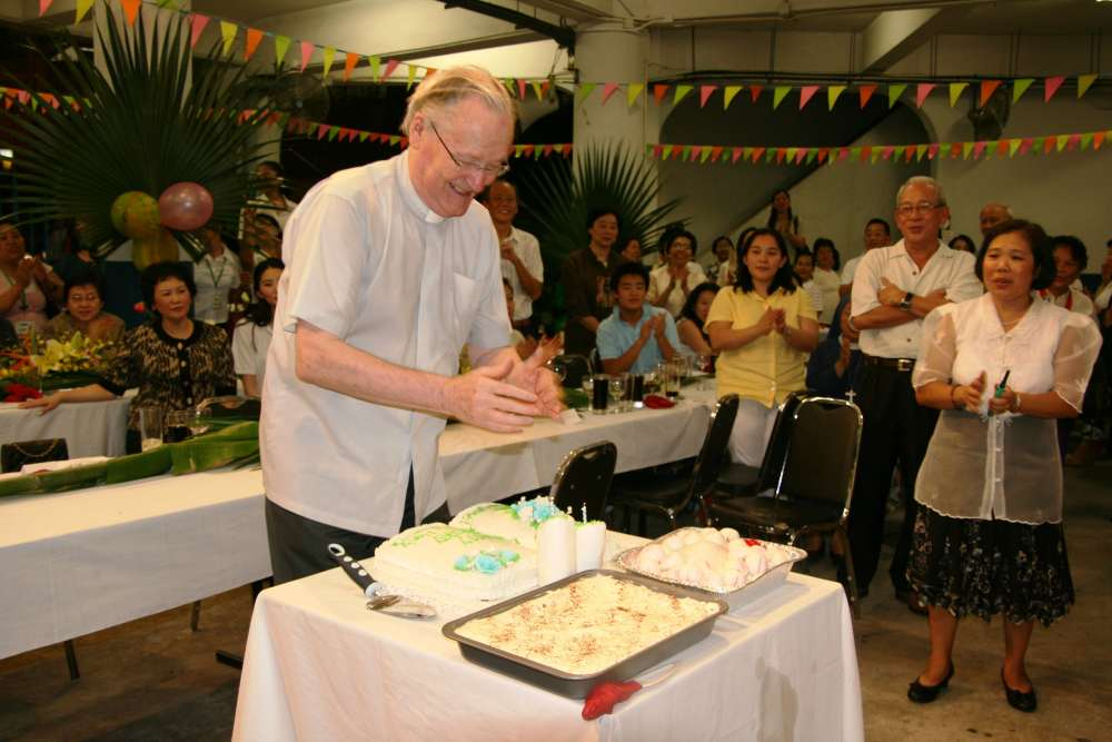 8. Birthday Song and Cake Cutting (2)-min