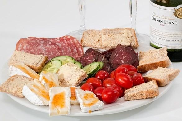 eb34b60a2bf6073ed1584d05fb1d4390e277e2c818b4124395f6c871a6ef 640 - You Are What You Eat! Eat Better!