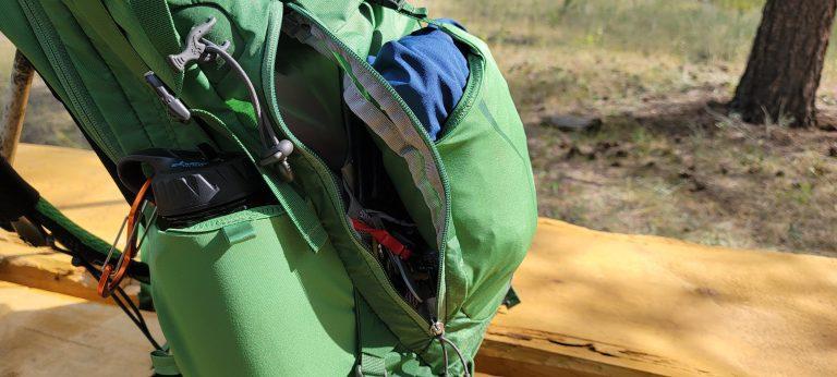 the quarter zipped back side pocket that has organizing mesh inside on the Osprey Manta 24 backpack.