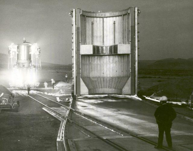 Nuclear_Rocket_Engine_Being_Transported_to_Test_Stand_-_GPN-2002-000143-819x640