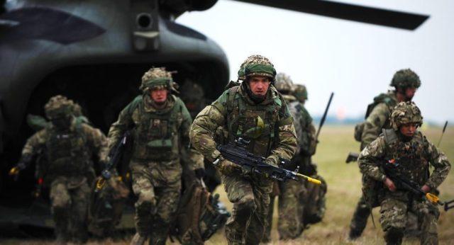 Soldados ingleses em treinamento - Fatos Militares