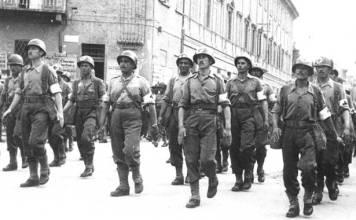Soldados da FEB desfilando, um memorial em Brasília será construindo em homenagens à eles - Fatos Militares