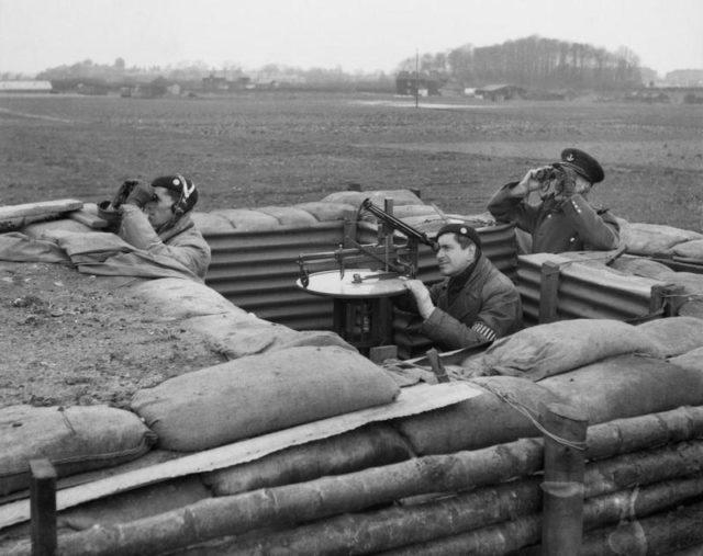 Um posto do Corpo de observadores em ação durante a Batalha da Grã-Bretanha, 1940.