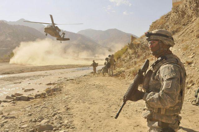 Soldado da USAF na Guerra do afeganistão, sendo uma das guerras mais caras da historia