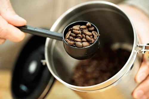 03_scoop-beans