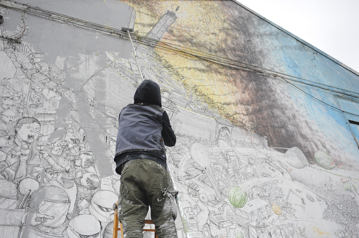 Street Artist #Blu Is Erasing All The Murals He Painted in #Bologna