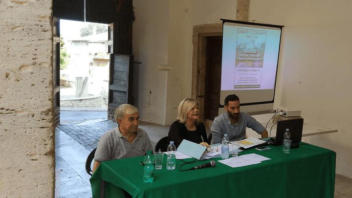 """Buche a Cisterna, l'opposizione contro Carturan: """"Una truffa!"""""""