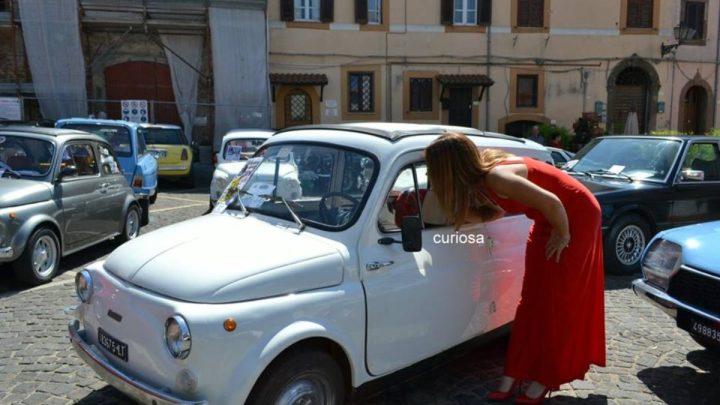 Giulianello: emozioni in piazza al raduno delle Fiat 500