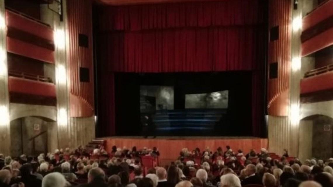 Teatro D'Annunzio, lavori in corso sulle facciate esterne