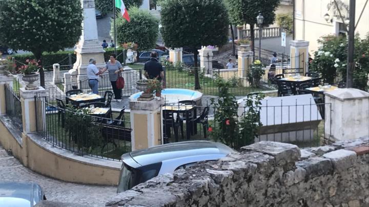 A Roccagorga fanno street food sotto il monumento ai caduti e fortuna che sono di destra