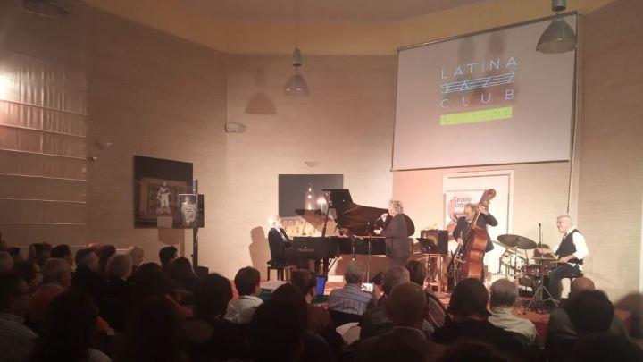 Una dedica jazz, canta Rossana Casale nel Circolo lo swing per i Marinelli