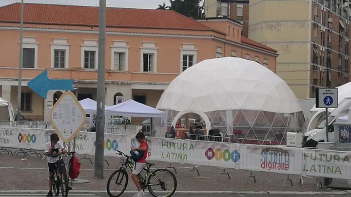 """Piazza del popolo """"invasa"""" dai Teletubbies complice  il futuro"""