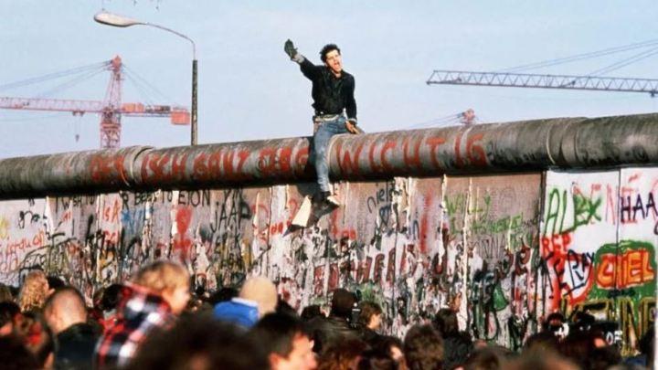 Oggi cadeva un muro, non i muri