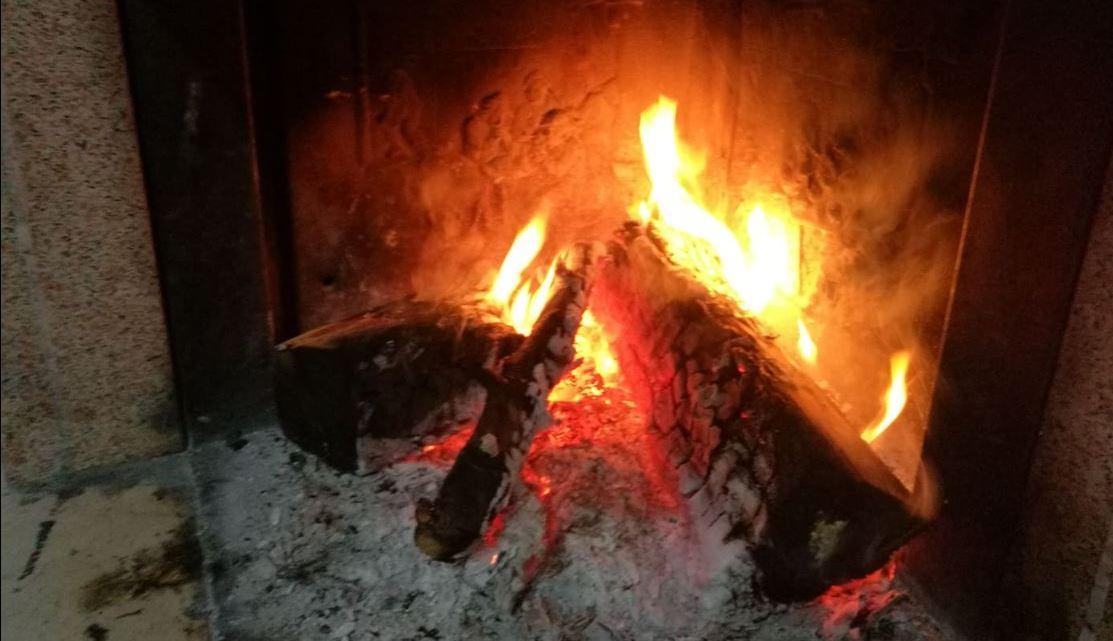 Il presepe di Maria raccontato da una donna davanti al fuoco