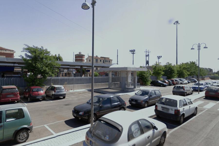 Cisterna, domani chiuso il parcheggio della stazione