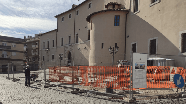 Umarell di Latina venite a Cisterna, qui i lavori ci sono e pure gli operai
