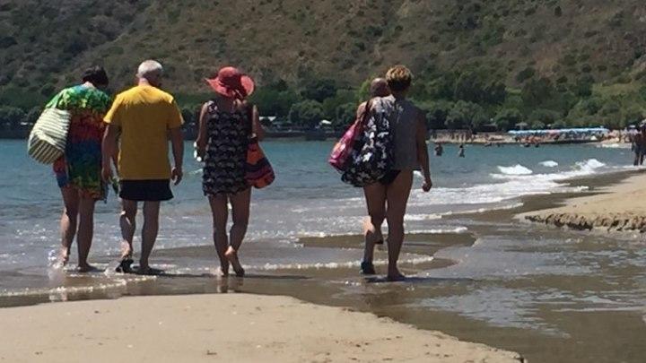 """Racconti dell'afa, quelli che """"viaggiano"""" sulla spiaggia: i passeggianti"""
