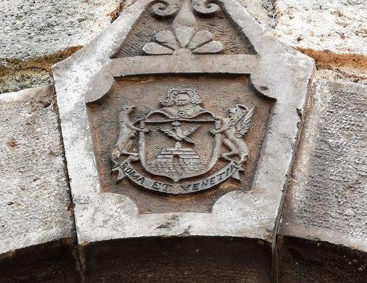 Sezze e il giallo del simbolo della famiglia Pontini tra Venezia e Roma in vicolo Ariosto