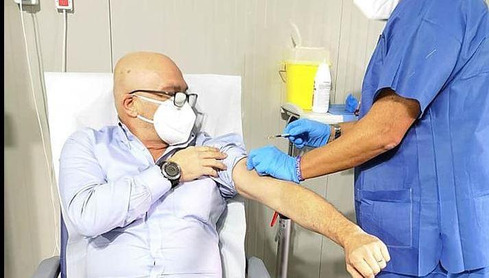 """Mellacina si vaccina contro il covid, la """"normalità"""" di essere medico"""