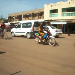 Une rue de Bamako; crédit photo Faty