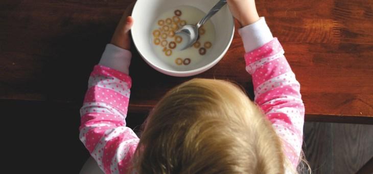 Cum îmi conving copilul să încerce feluri noi de mâncare