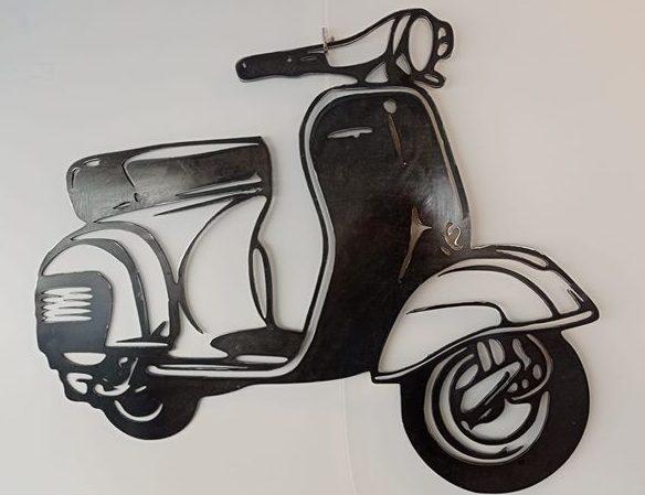 Scooter piaggio en métal largeur 75 cm