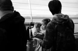 Girl peering through telescope Leica M-P / Summilux 50mm