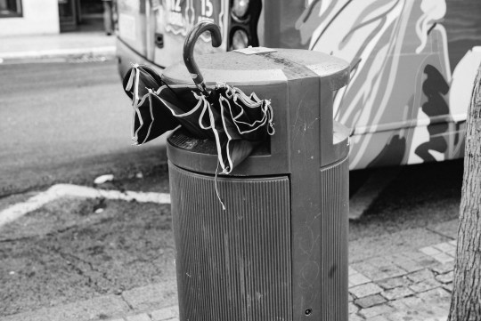 Umbrella-eating garbage can, Madrid