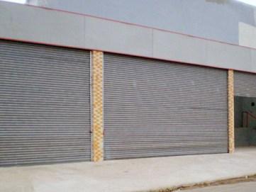 Porta de Aço de Enrolar Automática - Favaretto Portas - Porta de Enrolar Industrial - Porta de Rolo de Galpão
