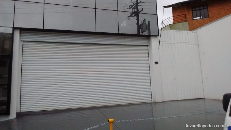 porta-de-enrolar-automatica-portao-de-rolo-favaretto-portas-011