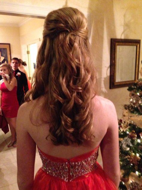 Cute prom hair..