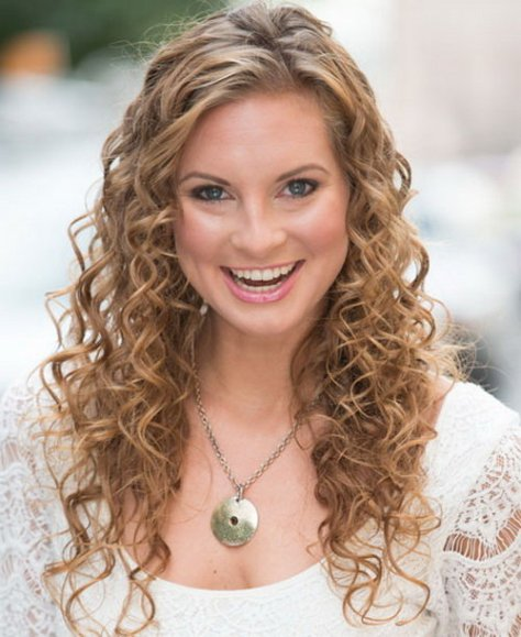 Long-Easy-Curly-Hairstyles-for-Beautiful-Women