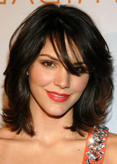 Medium Length Wavy Hairstyles with bang