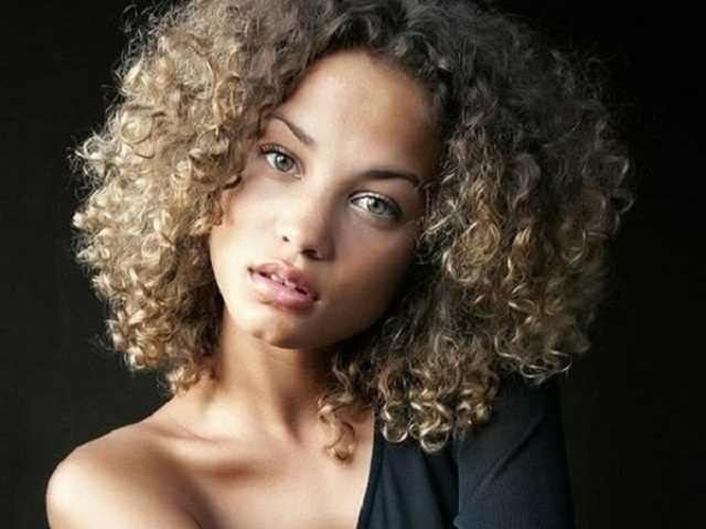 30 Best Natural Curly Hairstyles For Black Women