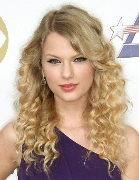 Taylor Swift Hair - Long Curly Wavy Hairstyle