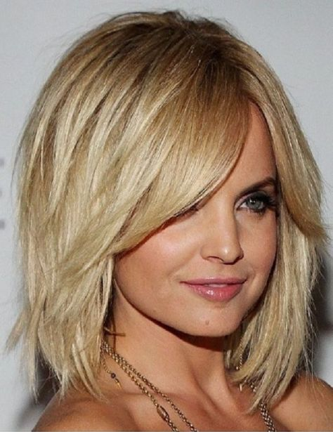 Classy medium hairstyles for women