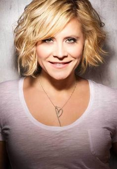 Lovely Short Hairstyles For Wavy Hair