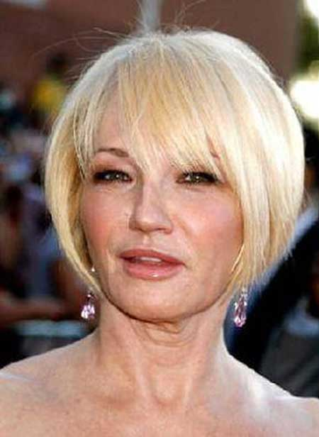 Short blonde hairstyles women over 50