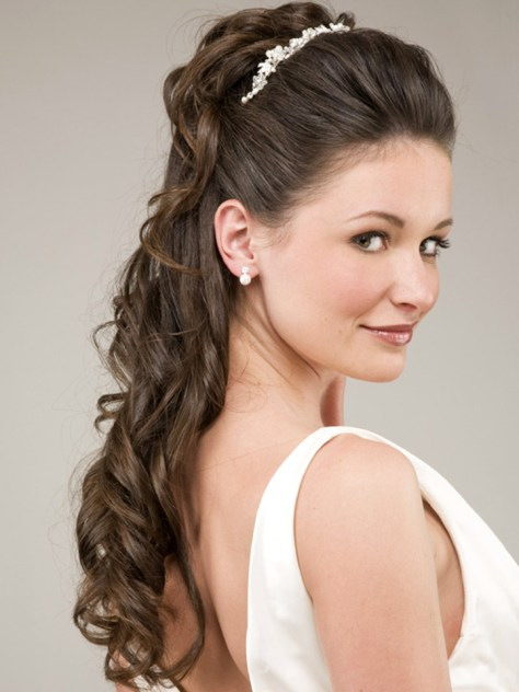 new wedding hairstyle for long curly hairs