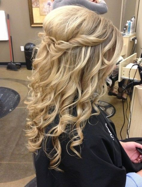 Long Blond Wavy Hair for Prom Hairstyles