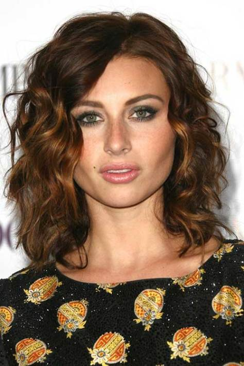 Short to Medium Curly Hairstyle for Women