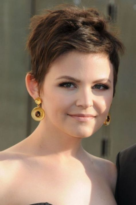 Trendy Short Hairstyles for Round Face Women