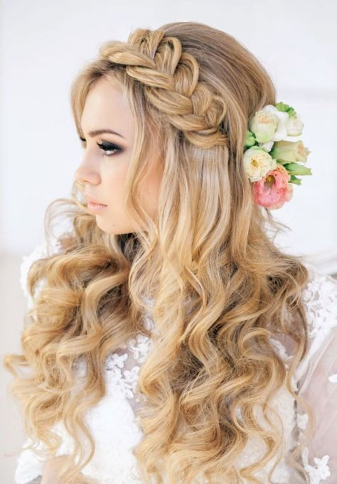 65 Prom Hairstyles That Complement Your Beauty Fave
