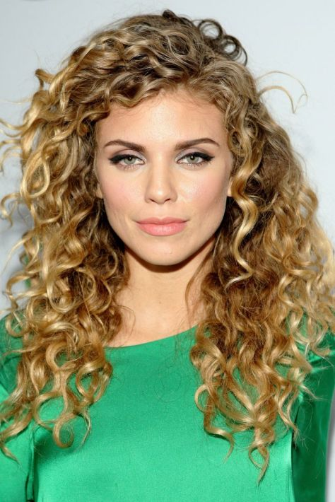 Long hairstyles with curls for a natural appeal and butterfly effect